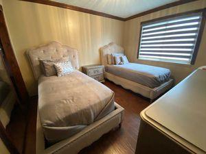 Full Bedroom for Sale in Dearborn Heights, MI