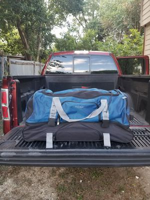 LARGE PROTEGE BRAND DUFFLE BAG, HAS WHEELS FOR ROLLING for Sale in San Antonio, TX