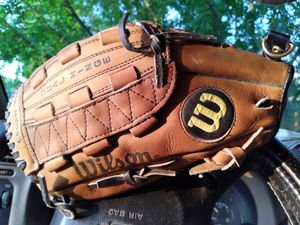 "ADULTS 12"" WILSON/PRO STAFF BASEBALL/SOFTBALL GLOVE for Sale in San Antonio, TX"