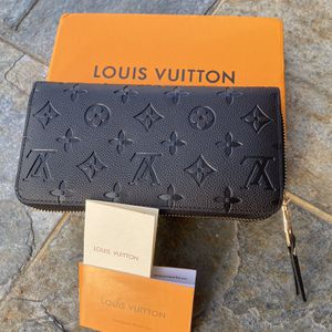 Louis Vuitton Zippier Wallet for Sale in Los Angeles, CA