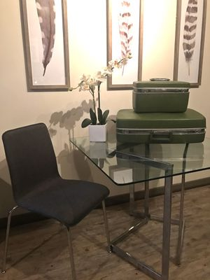 Vintage Glass Dining table in Perfect Condition for Sale in Nashville, TN