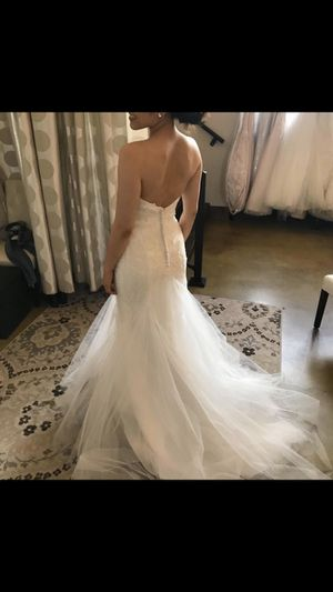 Beautiful wedding dress size 2, unaltered for Sale in Scotts Valley, CA