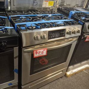 NEW SCRATCH AND DENT FRIGIDAIRE STAINLESS STEEL SLIDER IN GAS STOVE WITH WARRANTY for Sale in Baltimore, MD