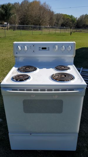 GE electric range with lighted vent hood for Sale in Zephyrhills, FL