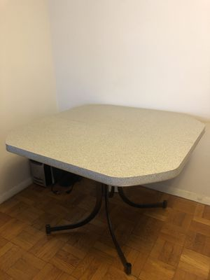 Dining Room Table for Sale in The Bronx, NY