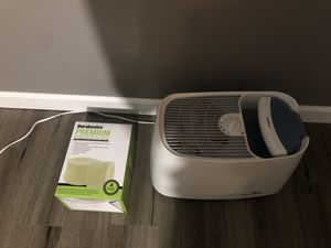 Honeywell Humidifier with 2 New Sealed Filters! for Sale in Buffalo Grove, IL
