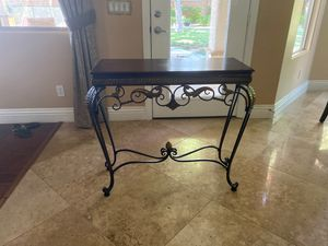 Sofa table for Sale in Las Vegas, NV