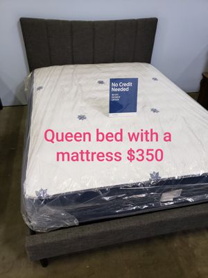 Queen bed with a mattress $350 for Sale in Paramount, CA