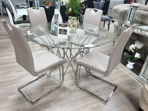 Very nice and elegant dining set 5pc. Financing available with ZERO down and ZERO interest rates for Sale in Las Vegas, NV
