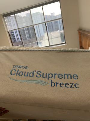 Queen Temper-pedic cloud supreme breeze mattress for Sale in Alexandria, VA