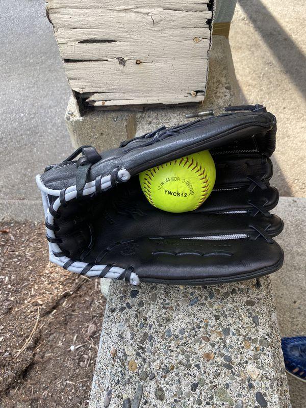 """14"""" Mizuno Softball glove and ball"""