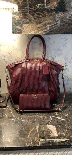Coach gathered leather bag with wallet like NEW for Sale in Chesapeake, VA