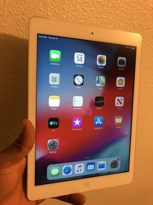 """iPad Air1. 16 gb Unlocked 9.7"""" Display, Wi-Fi + cellular, white or black for Sale in Riverside, CA"""