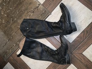 Women's Ariat Horseback riding boots for Sale in Los Angeles, CA