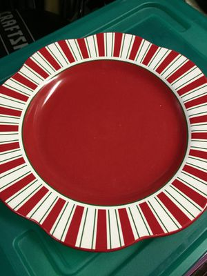 Christmas dishes 12 plates 2 large serving bowls for Sale in Palo Alto, CA