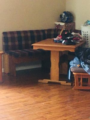 Breakfast nook table and bench for Sale in Hayward, CA