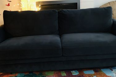 Nice Couch Lightly Used for Sale in Everett,  WA