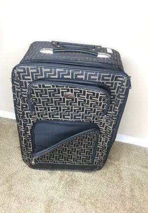 Medium suitcase for Sale in Goodyear, AZ