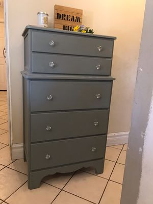 Beautiful Antique Dresser / Chest for Sale in Hacienda Heights, CA