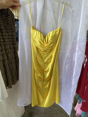 Yellow satin dress for Sale in Federal Way, WA
