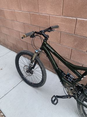 Specialized Enduro Mountain Bike- Large for Sale in Las Vegas, NV