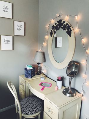 Vanity/Chair for Sale in Lexington, KY