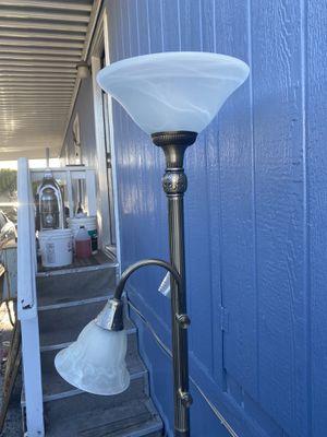 Lámpara en buenas condiciones for Sale in San Jose, CA