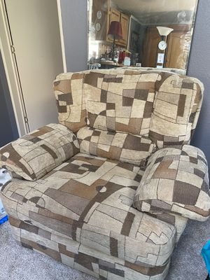 Cloth chair for Sale in East Wenatchee, WA