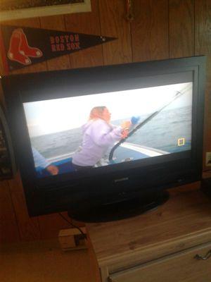 32 inch SVLVANIA flat screen tv for Sale in Lincoln, RI