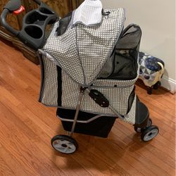Lucky Lola Dog Stroller 1 Handle Close Used Once No Stains No Smells for Sale in Matthews,  NC