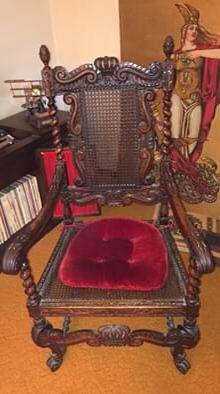Antique Medieval Kings Chair for Sale in Livonia, MI