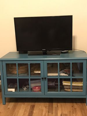 Samsung 32 inch tv. + TV Stand for Sale in Jersey City, NJ