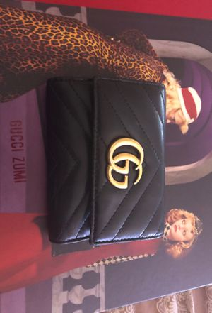Gucci Medium Marmont 2.0 Leather Bifold Wallet for Sale in Los Angeles, CA