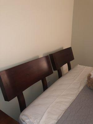Wood platform queen bed frame for Sale in Medford, NJ