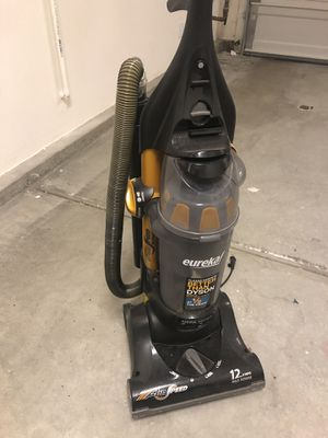eureka vacuum cleaner better than dyson for Sale in Lake Forest, CA