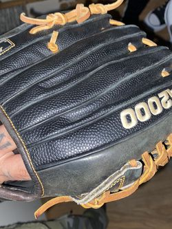 A2000 Baseball Glove Right Hand Thrower for Sale in Santa Ana,  CA