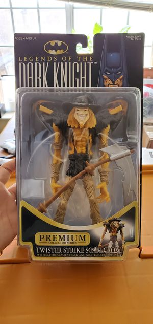 Batman 1996 Legends of the Dark Knight Premium Collector Series 7-1/2 Inch Tall Action Figure - Twister Strike Scarecrow with Scythe Slash for Sale in Las Vegas, NV