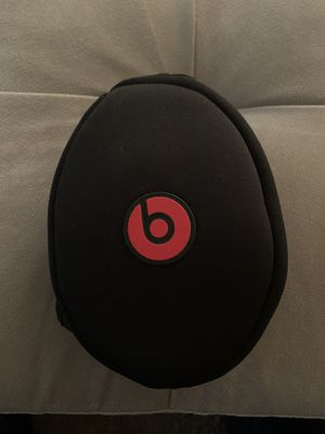 White Beats Headphones-Solo HD for Sale in Fresno, CA
