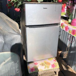 Small Refrigerator for Sale in Moreno Valley, CA