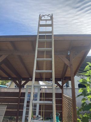 28ft fiberglass extension ladder for Sale in Portland, OR