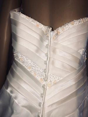 Wedding dress size M for Sale in Raleigh, NC