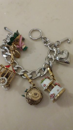 Juicy couture charm bracelet for Sale in Orlando, FL