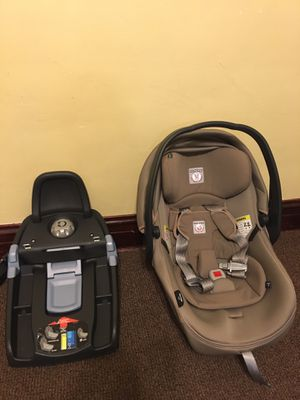 Car seat for Sale in Chicago, IL
