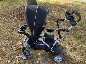Graco RoomFor2 Click Connect double stroller for Sale in Atlantic Highlands, NJ