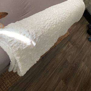 New Ivory Throw Blanket Chair Or Couch 2 for Sale in Vancouver, WA