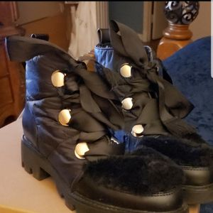 Boots leather with black fur for Sale in Hillcrest Heights, MD