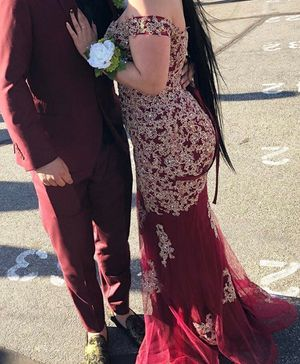 *PROM DRESS* Gold and burgundy dress including gold heels for $265 ! (Dress size :Medium )(Shoe Size:8)SERIOUS INQUIRES ONLY! for Sale in Lancaster, CA