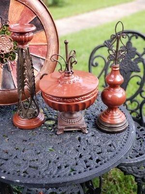 4 PIECES , HOME DECOR , HEAVY METAL AND CERAMIC URN WITH LID, CANDEHOLDER, AND FINIAL for Sale in Pasadena, TX