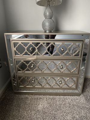 Safavieh night stand for Sale in East Stroudsburg, PA