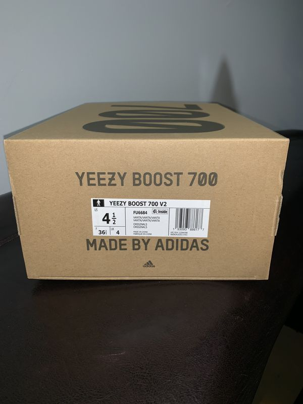 Yeezy 700 V2 Vanta - Size 4.5